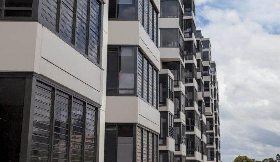Meriton Luna Apartments Lewisham windows
